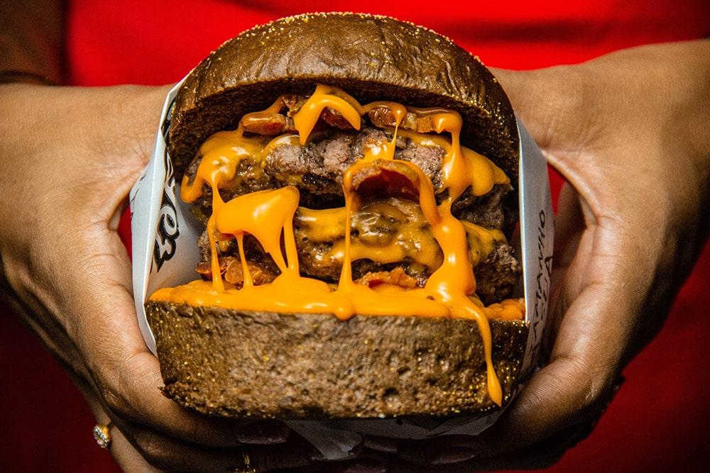 Otyłość: Ogromny burger, który kojarzy się z otyłością